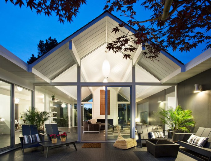 Double Gable Eichler Remodel. Photo: Mariko Reed
