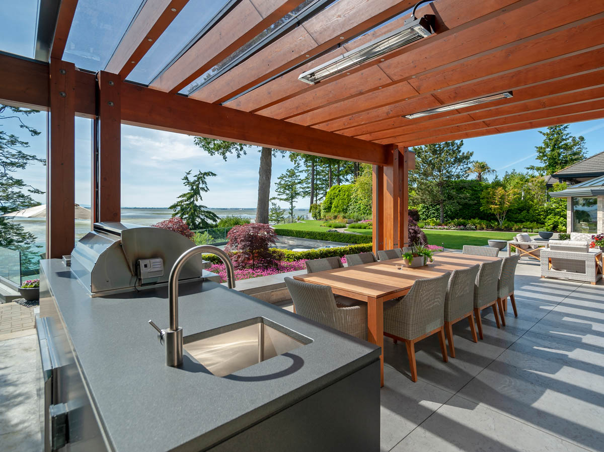 Madeleine Design Group Ocean Outdoor Kitchen and Dining area