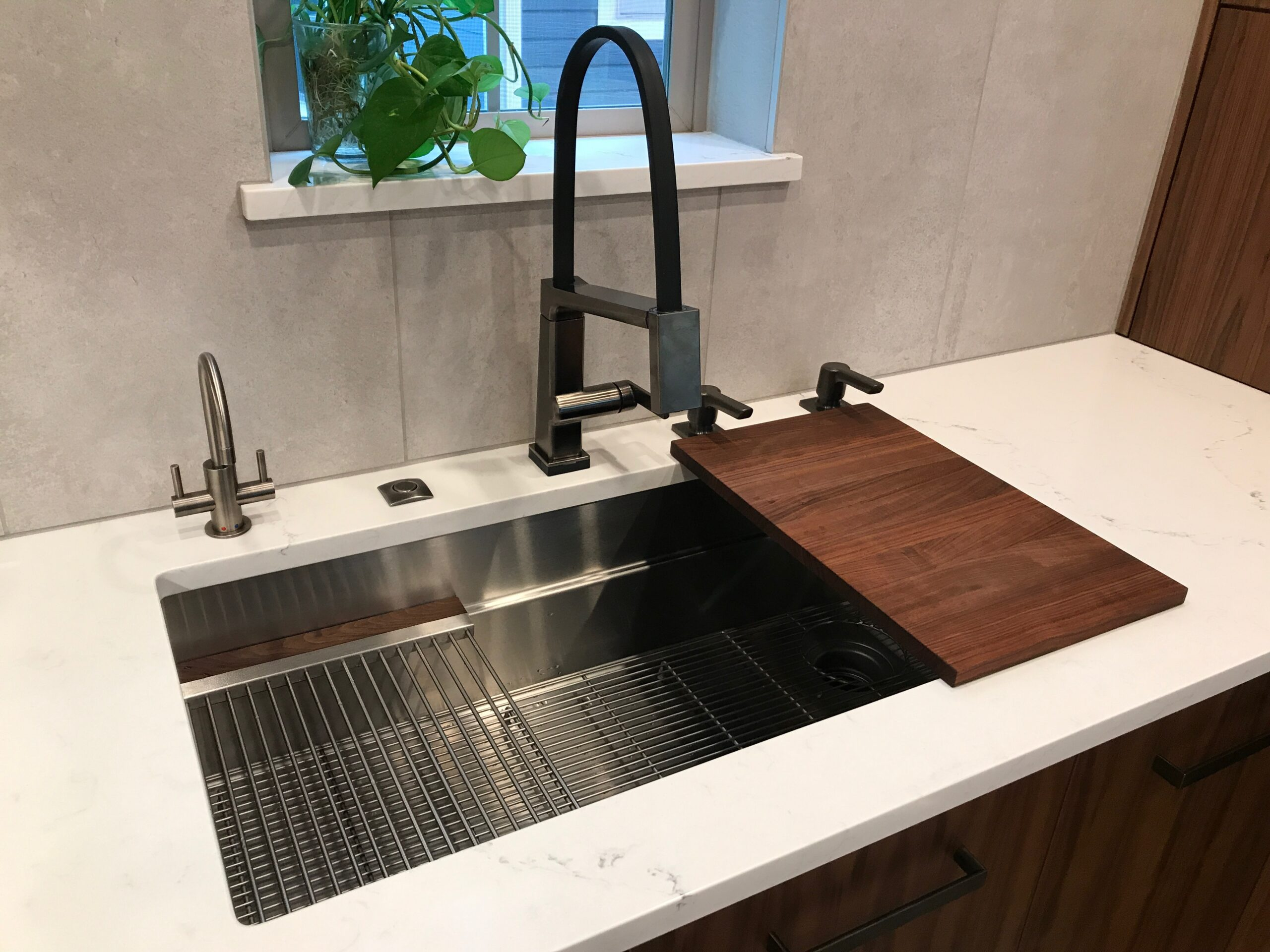 KE Interior Solutions WorkStation sink