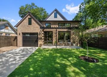 Studio Momentum Architects' Charming Austin Modern Home