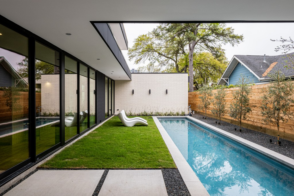 studioMET courtyard pool