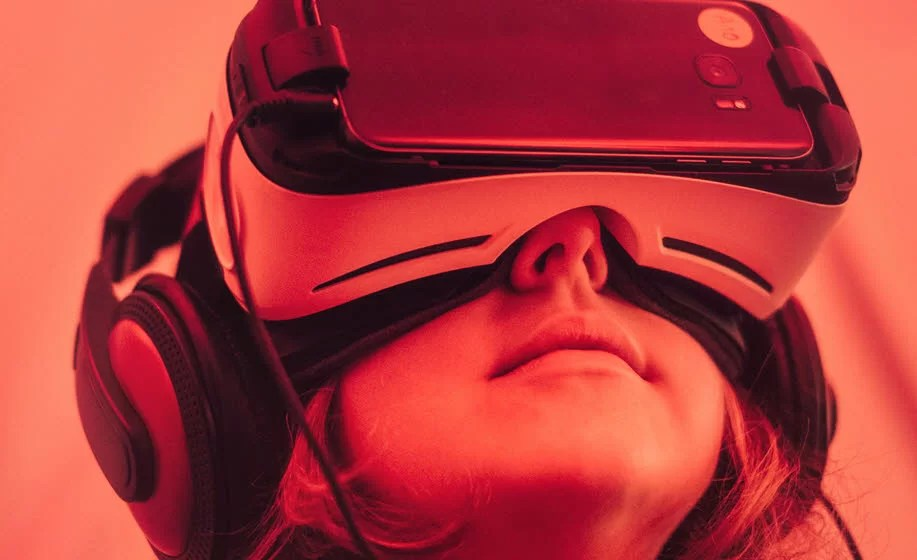 4 Low-cost Virtual Reality Solutions for the Classroom