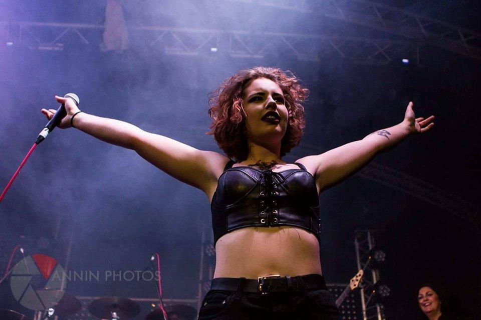 rock concert, female performer