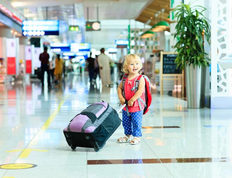 menina_aeroporto_mala