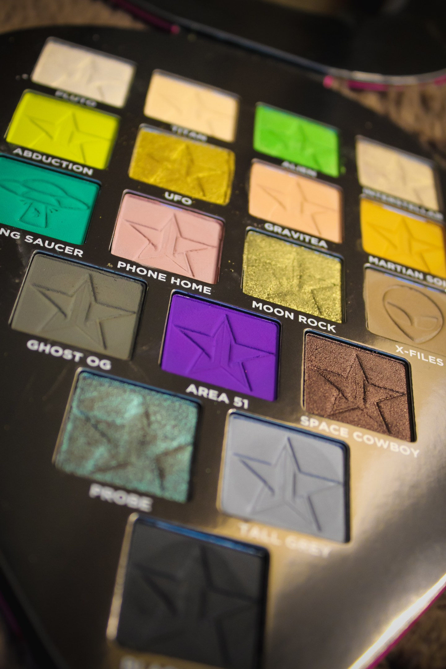Is Jeffree Star Cosmetics Alien Palette Worth the Hype? 7