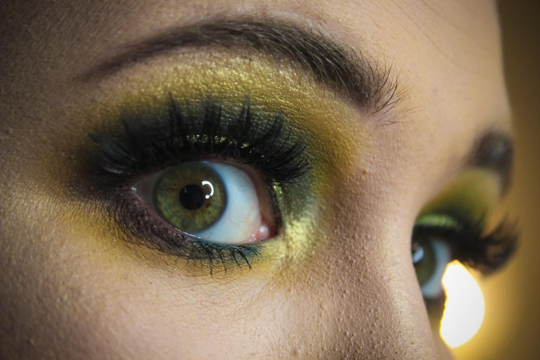 3 Looks 1 Palette: UOMA Beauty Allure Black Magic Color Palette 12