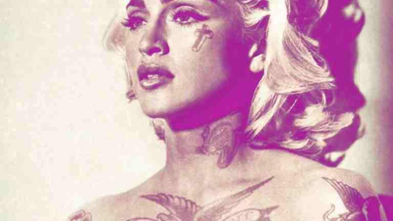 Fotos clássicas de famosos ganham tatuagens