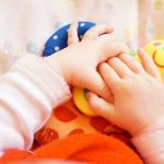 Estimule os sentidos do bebê brincando