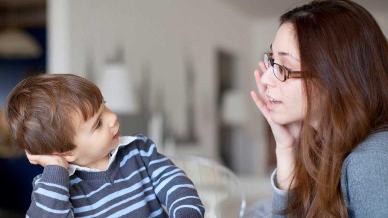 Porque eu abaixo para falar com meu filho