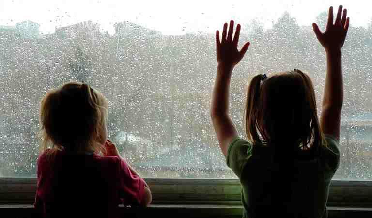 Como proteger crianças contra raios: 6 dicas para dias de chuva