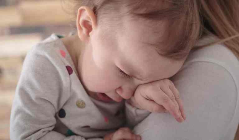 Angústia da separação em bebês ou crise de separação