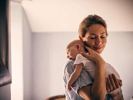 """Colo de Mãe: não estraga, nem """"mal"""" acostuma o bebê"""