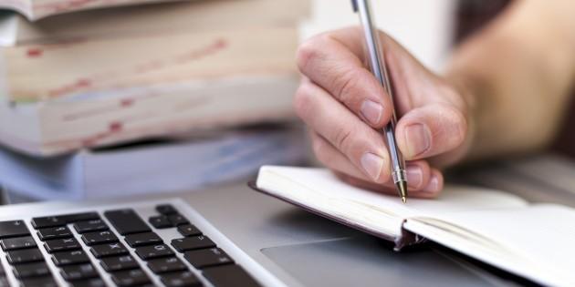 Finlandia, el país modelo en la educación mundial, acaba con la escritura a mano