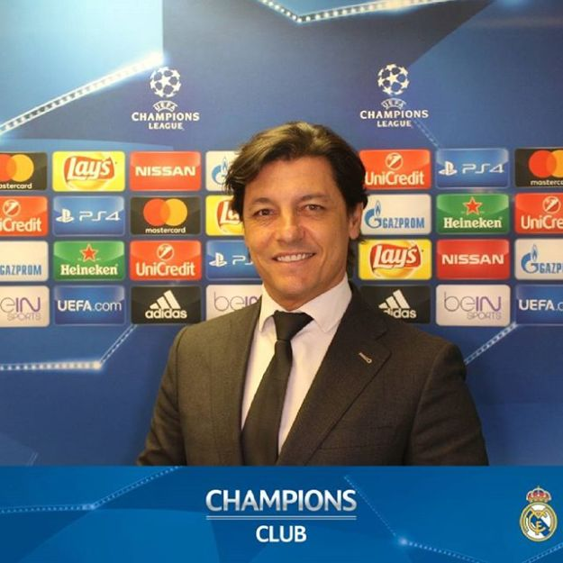 Speaker bilingüe en el estadio Santiago Bernabeu en la UEFA Champions Club. Bilingual Speaker at Santiago Bernabeu Stadium UEFA Champions Club.#speakerbilingüe #speakeruefa #bilingualspeakermadrid #speakerbernabeu #speakerrealmadridWww.presentadordeeventos.comTel. 644 597 199