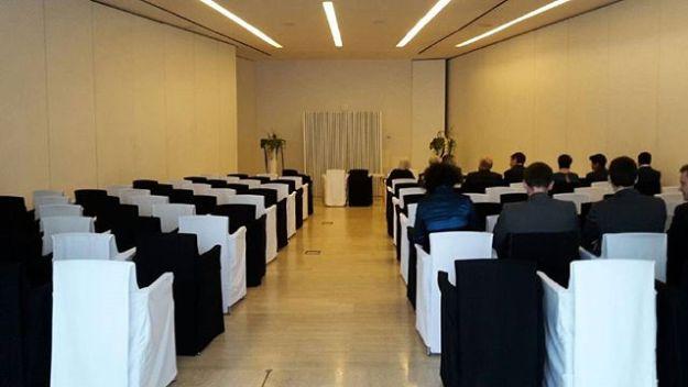 Ceremonia de celebracion de boda civil el el Hotel silken Puerta de América en Madrid con guion personalizado. Www.maestrodeceremonias.es #bodaadomicilio #bodacivilmadrid #tubodaenmadrid #ceremoniasconencanto #ceremoniasimbólica