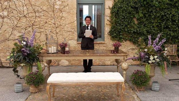 Hoy oficiamos ceremonia civil simbólica en Segovia en la preciosa Finca Las Margas, con la exquisita organización y decoración de Ana Bernia de #tudiaperfecto wedding planners amenizada por la deliciosa voz y el estilo único de la niña vintage. #laniñavintage. #maestrodeceremoniassegovia #bodacivillasmargas #oficiantedebodas #bodasoriginalesWww.maestrodeceremonias.es Mc@maestrodeceremonias.es Tel 644 597 199