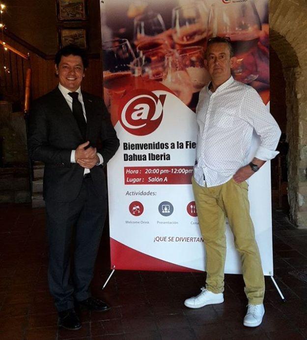Maestro de ceremonias Presentador en evento corporativo para la empresa china DAHUA en Can Cortada Barcelona con nuestro monologuista cómico el genial Kike Biguri. Www.maestrodeceremonias.es www.presentadordeeventos.com www.monologuistas.es Tel 644 597 199# monologuistacómicoBarcelona #presentadordeeventosBarcelona #speakerBarcelona #speakercorporativo#presentadordivertidobarcelona