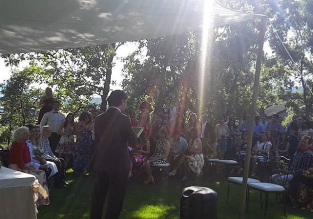 Ceremonia de celebracion de boda civil en la Tejera Negra, Guadalajara. Maestro Oficiante de ceremonias en el precioso emplazamiento rural en Campillo de Ranas. Un lugar precioso donde celebrar duranre todo el fin de semana con trato excelente con un equipo amable y profesional. @tejeranegra #tubodaadomicilio #ceremoniasimbólica #oficiantedebodasguadalajaraMaster of ceremonie at Wedding celebration ceremony with a personalized script in English, #WeddingOfficiantguadalajara #WeddingHostguadalajara #weddingtoastmasterspain #bilingualofficiantspain www.maestrodeceremonias.eswww.presentadordeeventos.com mc@maestrodeceremonias.es Maestros de Ceremonias y Presentadores Profesionales en toda España y en todos los IdiomasTel: 644 597 199