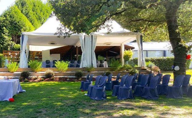 Un precioso día soleado en Lugo para celebrar una bonita ceremonia de boda simbólica en los preciosos jardines del restaurante Los Robles. #bodaelosrobles #casarseengalicia #galiciacalidade #losrobleslugo #maestrodeceremoniasgalicia #noviosgalicia #ceremoniaengalicia Www.maestrodeceremonias.esMc@maestrodeceremonias.es 34 644 597 199