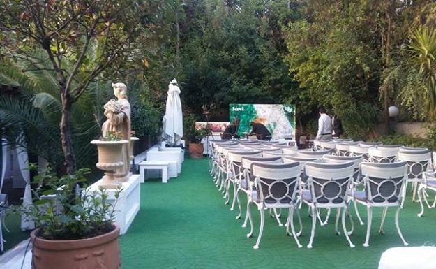 Ceremonia de Boda Civil en los Elegantes Jardines del Hotel Miguel Angel de Madrid*****, una celebración de boda simbólica cinco estrellas en el corazón de Madrid. @hotelmiguelangel #bilingualwedding #weddingcelebrationmadrid#maestrodeceremoniasmadrid #bodacivileslujo #oficiantedebodas #bodasoriginales #bodaenhotelmiguelangel #ceremoniascincoestrellasWww.maestrodeceremonias.es Mc@maestrodeceremonias.es Tel 644 597 199