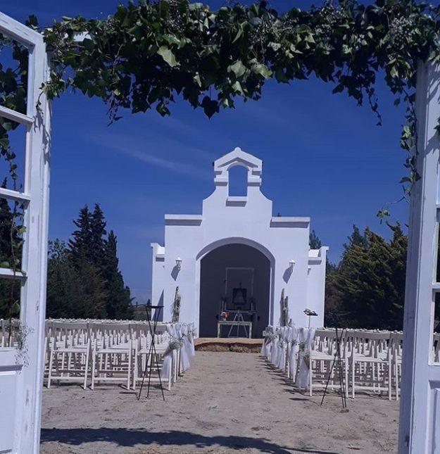 Hoy oficiamos ceremonia de celebración de boda en Medina del campo, Valladolid, en la completísima finca Villa gloria con su plaza de toros, caballos y hoy nuestra primera boda en su blanca ermita. @finca_villa_gloria #bodacivilmedinadelcampo #maestrodeceremoniasmedinadelcampo#bodaenermita #oficiantesdeceremoniasvalladolid #Ceremoniaspersonalizadasvalladolid #bodascivileslaicasWww.maestrodeceremonias.esMc@maestrodeceremonias.es 34 644 597 199
