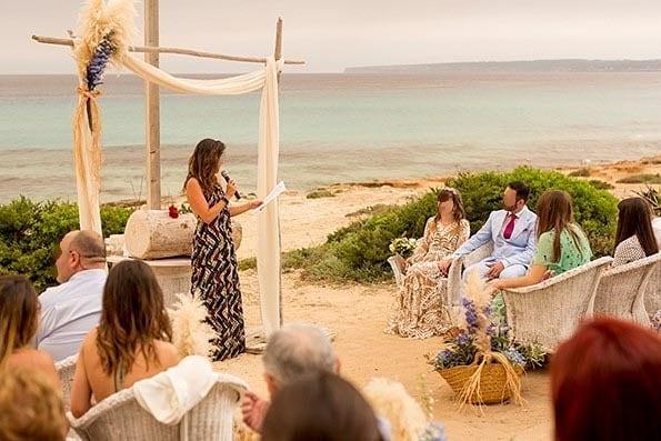 Maestra Ceremonia de boda bilingüe en Formentera e Ibiza
