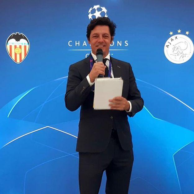 UEFA CHAMPION CLUB Speaker at Mestalla Stadium ValenciaWww.presetadordeeventos.com/guillermocastaMc@presentadordeeventos.comTel: +34 644 597 199#speakerspain #eventspain#eventhost #masterofceremonies #biligualMC #bilingualspeakers #madridevents #uefachampionsclubspeaker #uefachampionsleague #uefaspeaker #championsleaguespeaker #valenciaevents #spakervalencia #maestrodeceremoniasvalencia #maestrodeceremonias