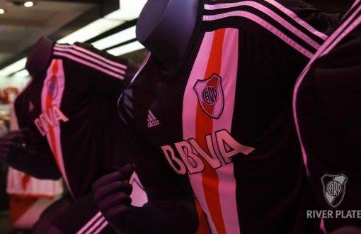 Jersey River Plate-bikin kaos bola