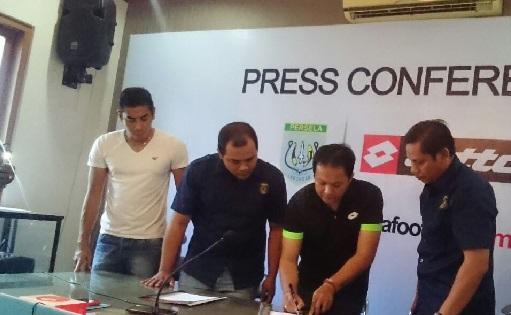 Penandatangan kontrak dengan Lotto-buat jersey futsal