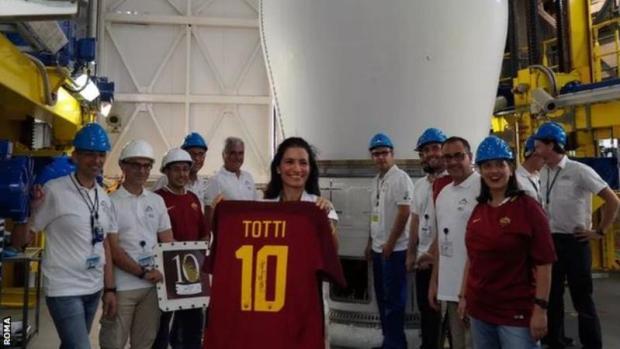peluncuran jersey Totti-buat jersey futsal