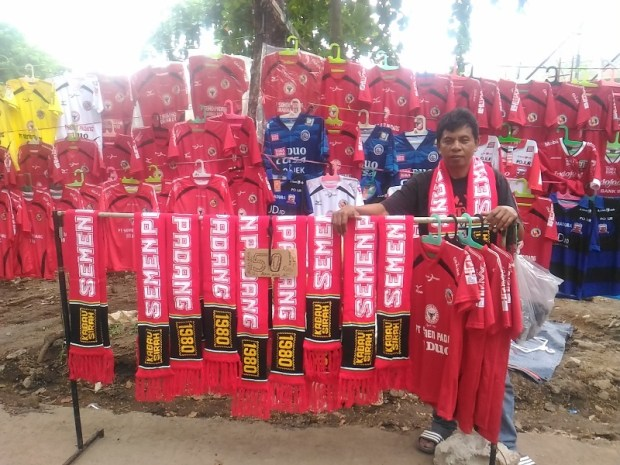 penjual jersey sepak bola semen padang