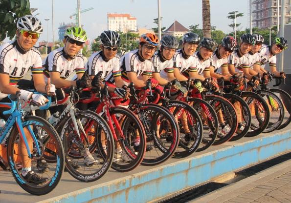 Komunitas Sepeda Dengan Jersey Sepeda Seragam