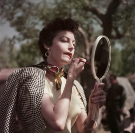 Ava Gardner en el set de The Barefoot Contessa, Tivoli, Italia, 1954.