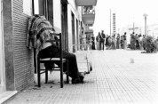Palermo, 1975. Dopo i colpi del killer restÚ seduto sulla sedia, senza cadere