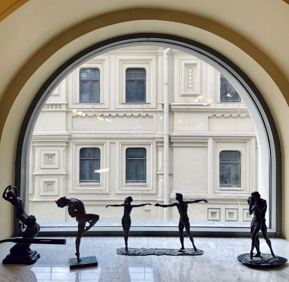 Скульптуры на выставке