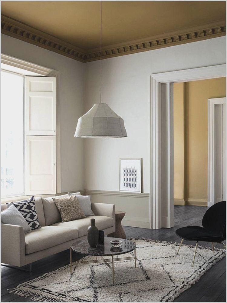 Потолок покрашенный в акцентный, контрастный цвет