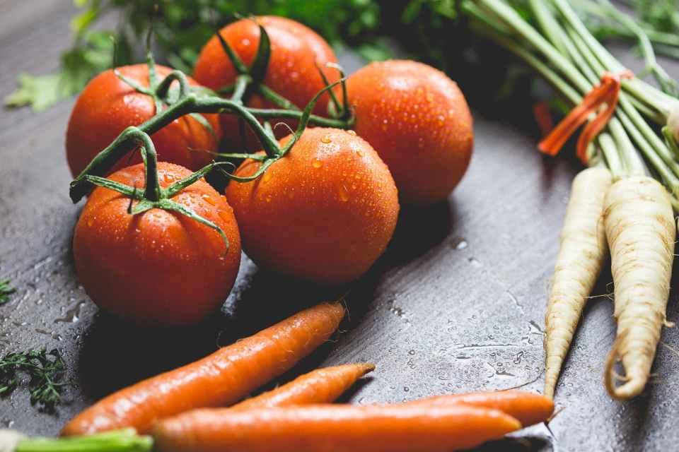 полезные веганские продукты для кожи лица морковь томаты