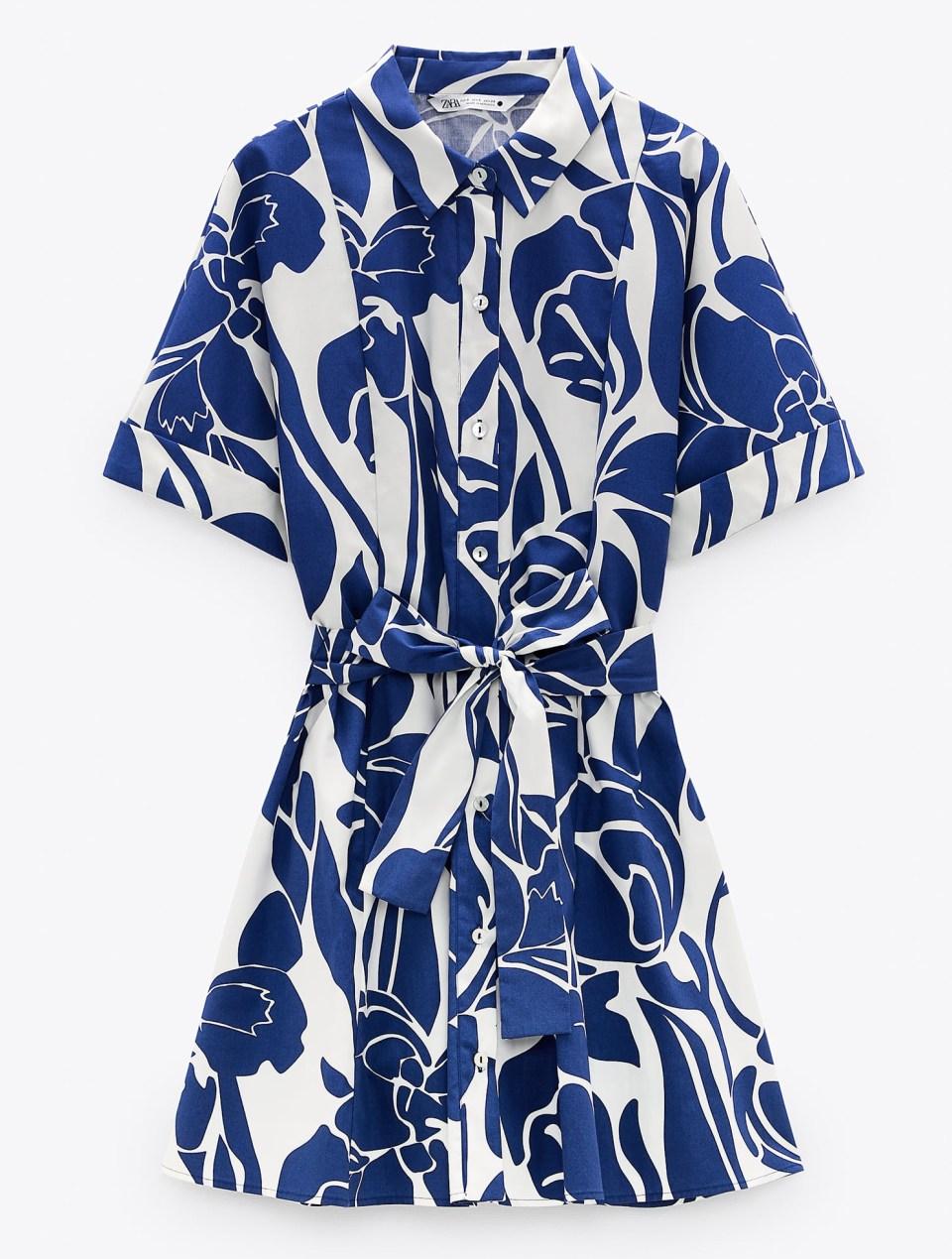 платье с воротником и короткими рукавами с отворотами