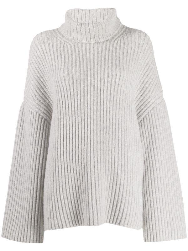 свитер с расклешенными рукавами