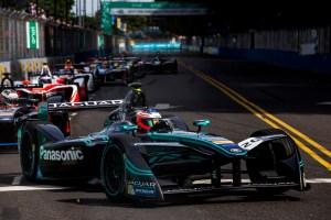 Jaguar Racing_Formula E_Buenos Aires_01_mitchevansinfrontofthepack