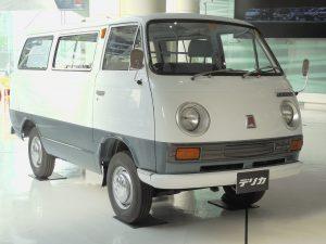 トラック発表の翌69年に投入された初代バン。初代の累計生産台数は約20万8500台。