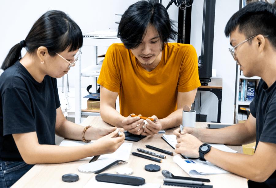 設計團隊討論產品