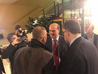 """Bagno di folla per Bersani ad Alessandria: """"Ripartiamo dal lavoro e dai diritti: la parola d'ordine è protezione per i più deboli"""" CorriereAl 1"""