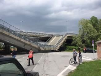 Crolla un ponte sulla tangenziale di Fossano: un paese che cade a pezzi... CorriereAl 1