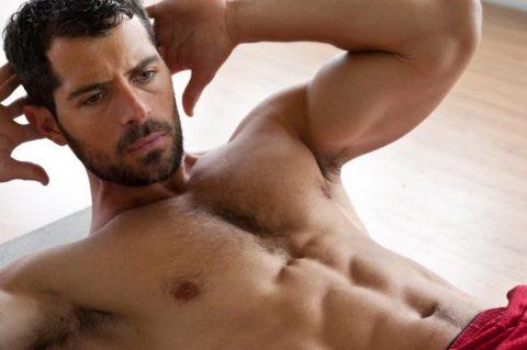 abs-training-muscular-man
