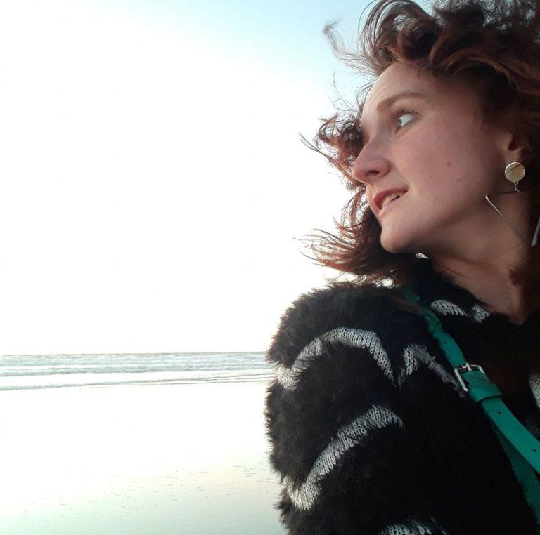 Shari Van Goethem over haar nieuwe dichtbundel: 'Poëzie is een manier van zijn. Ze vraagt openheid, aandacht en toewijding.'