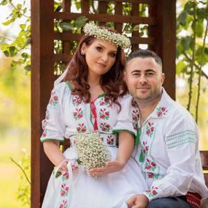 model trandafir moldova rochii cu imprimeu traditional