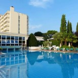 Hotel-Therme mit Schwimmbad in Montegrotto