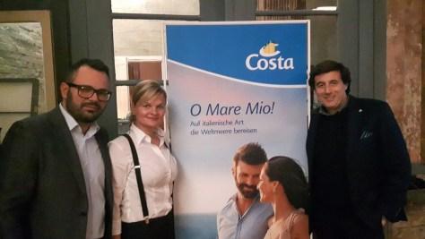 Bei COSTA-Roadshow in Berlin: Marketing-Manager Massimo Arnoldi, Vertriebsleiterin Ulrike Conrad und Online-Manager Stefano Pesce (v. r.)