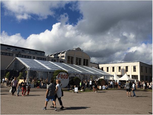 Der Food Court hinter der Hauptbühne bietete eine große Auswahl. (Foto: Felix Paul Umlauft)